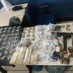 Escondido: Farto material ilícito foi apreendido num mangue em Angra dos Reis (Foto: Cedida pela Polícia Militar)