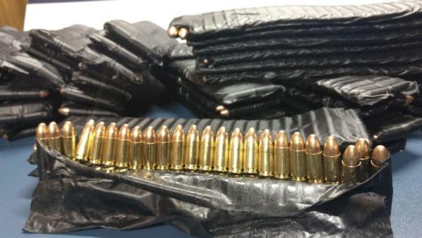 Uso restrito: Três mil quatrocentos e cinquenta munições de 9 mm foram apreendidos com policial militar (Foto: Cedida pela Polícia Rodoviária Federal)