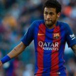 Rumo a Paris: Neymar não se reapresentou com a equipe que treinou nesta manhã em Barcelona e seguiu para a capital francesa