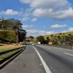 Saindo: Placa indica local onde ficará passarela no bairro Jaqueira