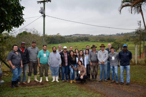 Teoria e prática: Capacitação ocorreu na Fazenda Bom Sossego e foi resultado de parceria entre Senar, sindicato e prefeitura (Foto: Divulgação/Ascom PMPR)