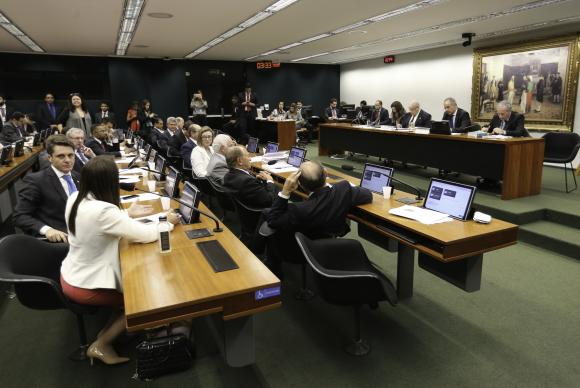 Grupo incluiu na proposta o voto majoritário conhecido como distritão