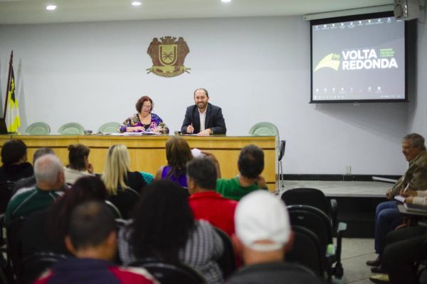 Encontro: Maycon Arantes discute propostas com moradores do Retiro no auditório da prefeitura (Foto: Gabriel Borges /Secom VR)