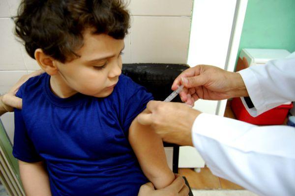 08-07-17 Campanha de vacinaçao - Chico de Assis (23)