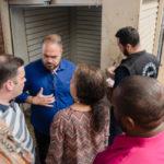 Visita: Nelson Kruschewsky (de camisa listrada) e Joselito (camisa azul) vistoriam mercado popular da Vila (Foto: Gabriel Borges – Secom PMVR)