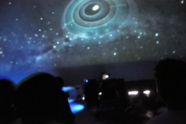 'De olho no céu': Estudantes apreciaram projeto de astronomia realizado em Volta Redonda (Foto: Geraldo Gonçalves-PMVR)