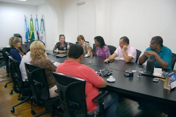 Professora Fátima e Ruth Coutinho discutem projetos com Shirlei Martins (Chico de Assis - PMBM)