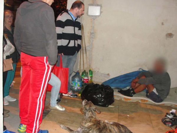 Rotina do bem: Grupo de voluntários saem às ruas para auxiliar moradores que estão em situação de rua (Foto: Arquivo)