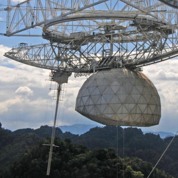 Incomunicável: Furacão danificou a antena de Arecibo