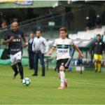 Vitória providencial: Vencendo o Coxa fora de casa, Botafogo chega ao G-6 (Foto: CFC)