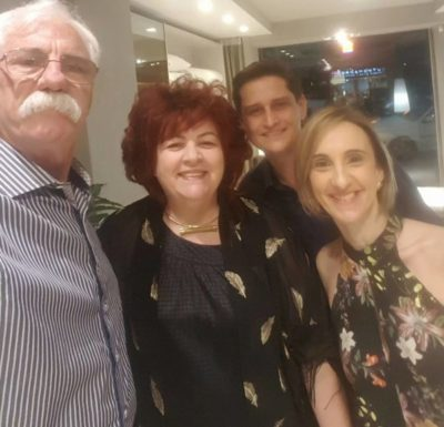Os empresários Luiz Renato Braganholo e Mariana Arbex Braganholo, com o gerente Mauro e a promoter Elisa Fonseca
