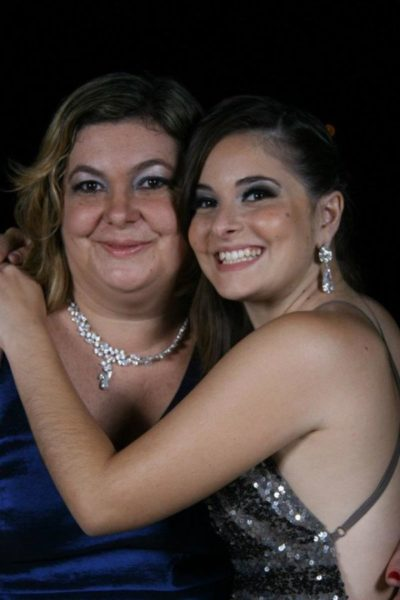 Andreza Francisco com sua mãe Maria Rita Telles Francisco, na contagem regressiva para seu nupcial, sábado