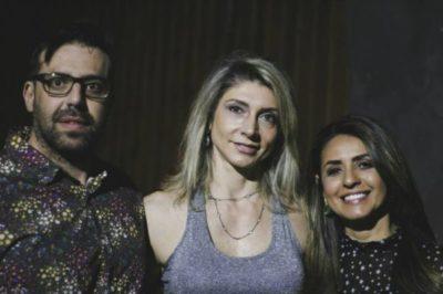 Álvaro e Josana Esposti sendo recebidos pela Andrea Barros