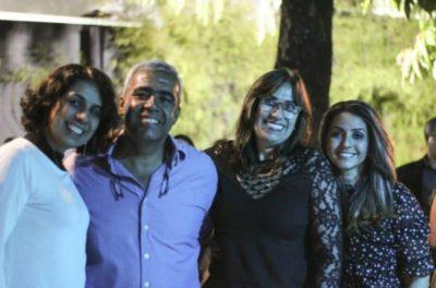 Os empresários José Roberto e Andrea Barros entre Adriana e Ana Maria