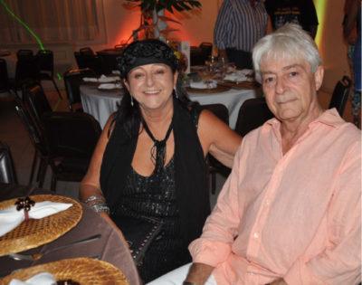 Sônia Almico (aniversariante do dia) com seu amado Mario Hime, em noite deste colunista