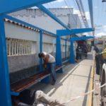Pontos de ônibus do Centro de Quatis começam a ser instalados