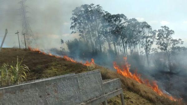 Sem chuva: Ocorrências de queimadas acontecem principalmente em áreas descampadas na zona urbana e rural (Foto: Divulgação)