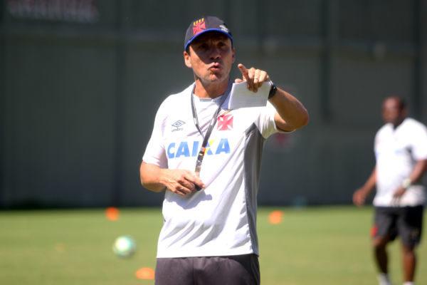 Zé Ricardo permanece no comando do Vasco e quer atenção diante do Madureira