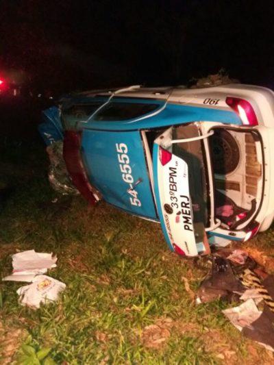 Viatura ficou danificada após acidente em Angra