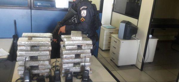Drogas apreendidas em Angra dos Reis com suspeito de tráfico (foto: Cedida pela PM)