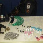 Bandidos abandonaram drogas e munições após troca de tiros com policiais (foto: Cedida pela PM)