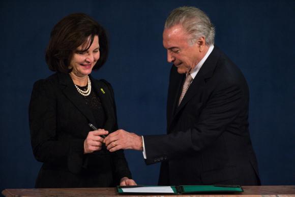 Michel Temer e Dodge assinam oficialmente posse da nova procuradora-geral