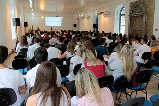 Persistência: Estudantes se esforçam para driblar crise e continuarem os cursos (Foto: Reprodução internet)