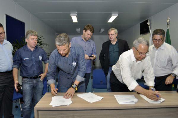 Definido: Rodrigo Drable assina documento que define instalação de parque tecnológico em Barra Mansa  (Foto: Paulo Dimas - PMBM)