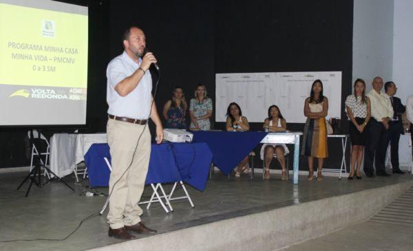 Escolhidos: Maycon fala a futuros moradores do 'Minha Casa, Minha Vida' (Foto: Evandro Freitas-SecomVR)