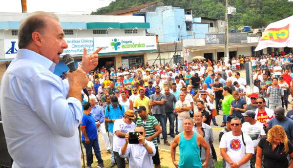 Apoio: Jordão fala durante ato em apoio à retomada de obras no Brasfels