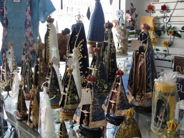 Fé e lucro: Faturamento de comerciantes aumenta com feriado de N. S. Aparecida