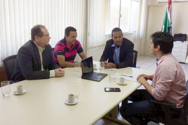 Em busca de solução: Vereadores conversam com delegado e delegado adjunto da Receita Federal