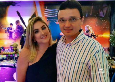 A médica Ana Vitória Savelli Cardoso e o empresário Júlio Cardoso, anfitriões do aniversário do Luis Felipe Cardoso
