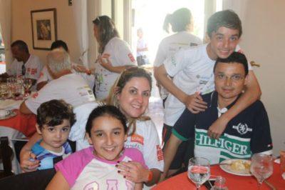 A médica Ana Vitória Savelli Cardoso e o empresário Júlio Cardoso com Pedro Cardoso e Ana Clara comemoram hoje os 5 anos do Felipe Cardoso