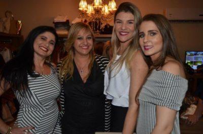 Só sorrisos: empresárias Karla Falcão, Flavia Palácio e Bianca Vilela com a Promoter Ana Paula Delgado