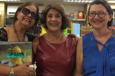 A empresária cultural Solange Whehaibe entre Graça Parente e Maria do Socorro Chaves