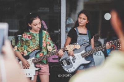 Uma arte saudável: integrantes da Banda Pró- Música Kids em apresentação