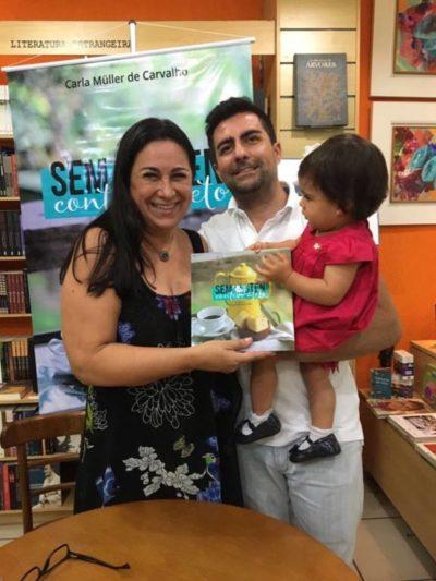 Carla Müller de Carvalho com o filho Ronald Carvalho e a neta