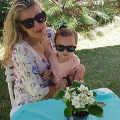 Sabrina Franco (aniversariante do dia) com o filho Francisco Braga