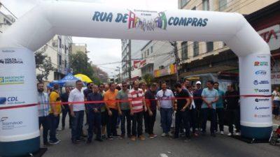 Momento de abertura ontem do 'Rua de Compras', no bairro Aterrado