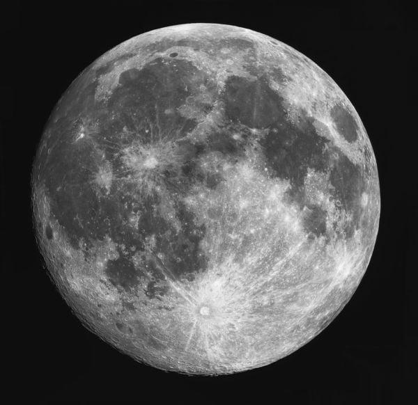 Cheia: A cratera Tycho parece uma estrela brilhante