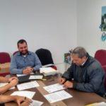 Referência: Medidas tomadas pelo prefeito Bruno de Souza (à direita, de casaco preto) vão guiar procedimentos similares em Ibitirama