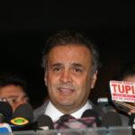 Aecio Neves volta a atacar depois de breve ostracismo