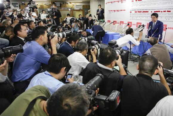 Vitória nas eleições abre caminho para Abe ampliar força militar do Japão