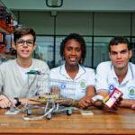 Criação: Estudantes da Faetec desenvolvem dispositivos para auxiliar pessoas com deficiência visual no transporte e controlar gastos do orçamento familiar, entre outros (Foto: Divulgação)