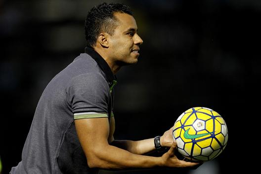 Comandante: Jair Ventura pediu a seus jogadores do Botafogo que se preparem para um jogo muito complicado (Foto: Arquivo)