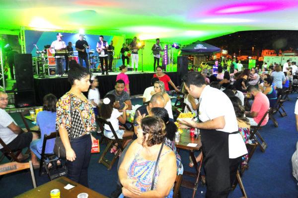 Atrações: Música ao vivo e praça de alimentação levaram público à Costa Verde Negócios