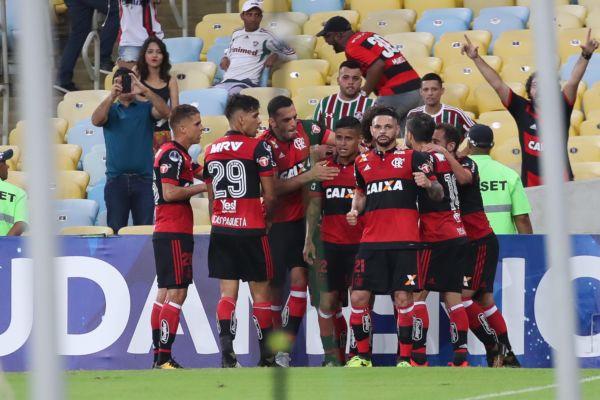 Alegria: Jogadores do Flamengo comemoram o gol marcado por Éverton, ainda no primeiro tempo (Foto: Gilvan de Souza/Flamengo.com.br)