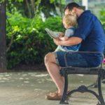Ampliando horizontes: Incentivo da leitura junto ao filho ajuda a desenvolver o imaginário da criança, a sua curiosidade e o poder de observação (Foto: Divulgação)