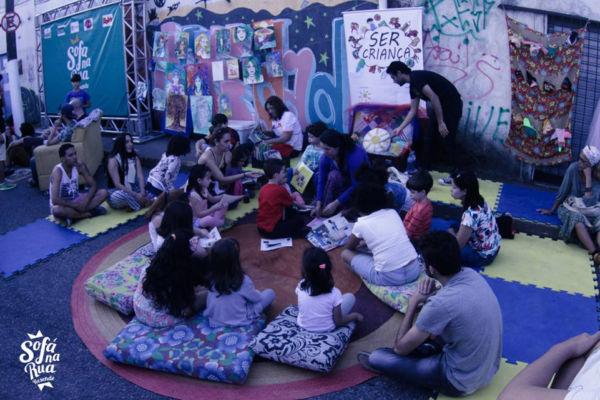 'Sofá na Rua': Projeto tem o objetivo de fortalecer os artistas locais, abrindo espaço para suas apresentações e pesquisas (Foto: Divulgação)